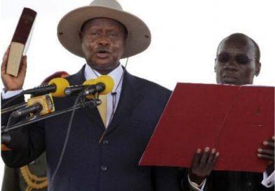 Ouganda : Yoweri Museveni prête serment